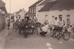 Carnaval de Perwez - Rue du Mont dans les années 50