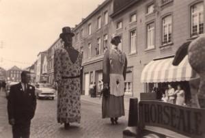 Carnaval de Perwez - Rue du de la Station dans les années 50